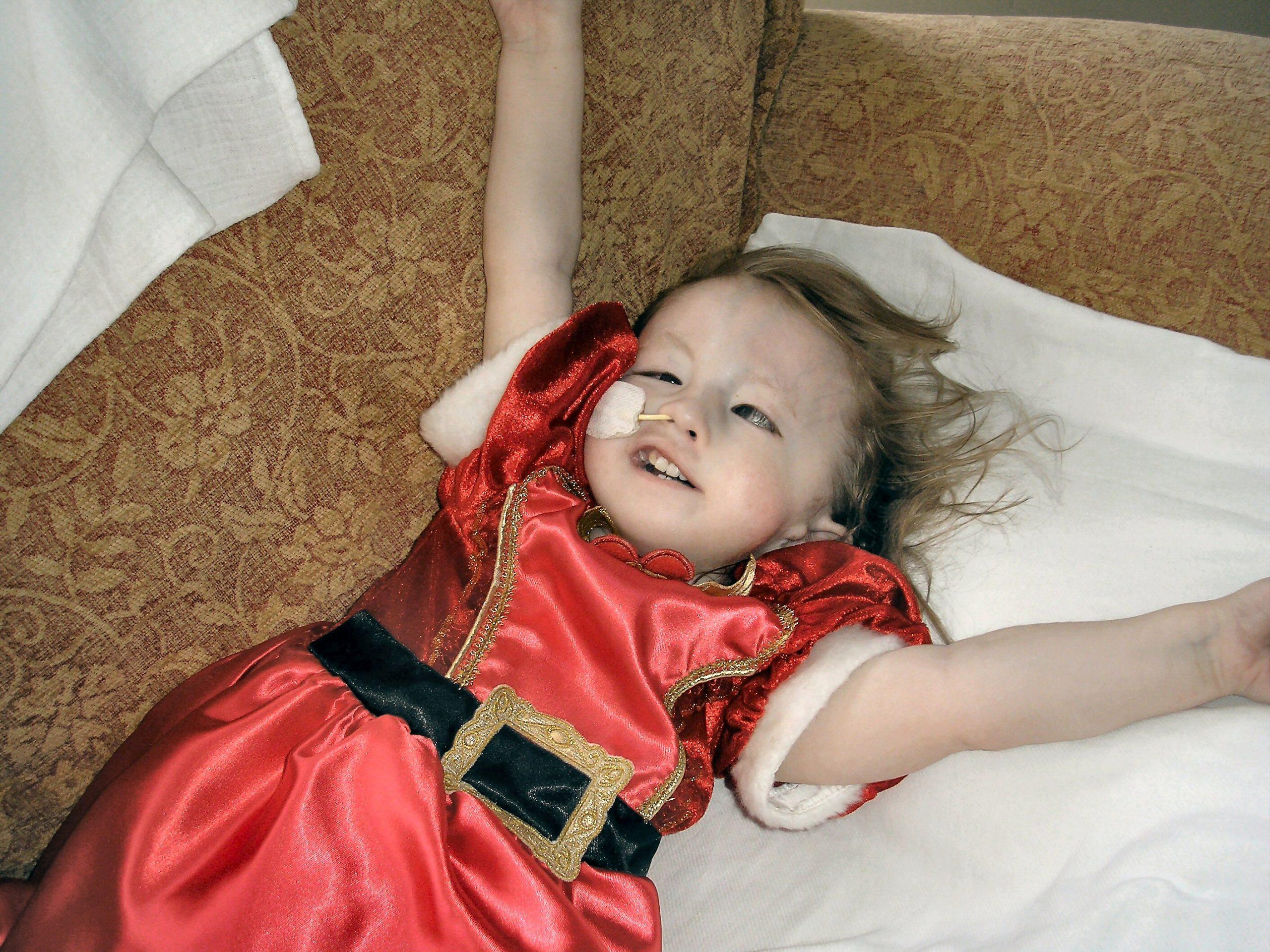 سندرم داون (تریزونی 21) ، سندرم ادوارد (تریزومی 18)، و سندرم پاتو(تریزومی 13) رایج ترین اشکال تریزومی هستند. کودکان مبتلا به تریزومی معمولاً دارای طیف وسیعی از ناهنجاری های هنگام تولد، از جمله تأخیر در رشد و اختلالات ذهنی هستند.