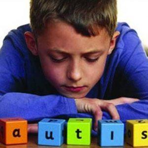 اوتیسم اختلالی مربوط به تکامل مغز می باشد که بر روی درک و ارتباط با دیگران, و ارتباطات اجتماعی تاثیر می گذارد. این اختلال همچنین شامل الگوهای رفتاری محدود و تکراری است. واژه ی (اسپکتروم) در اوتیسم اختلالی است که به طیف وسیعی از علایم و وخامت برمیگردد. اختلال اسپکتروم اوتیسم شامل وضعیتی است که قبلا جداگانه در نظر گرفته میشد. سندرم آسپرگر, اختلال تجزیه کننده در کودکی, یک شکل نامشخص از اختلال رشد فراگیر که تعدادی از مردم هنوز از واژه ی سندروم آسپرگر که به صورت کلی شکل خفیف اوتیسم تصور میشد, استفاده می کنند.